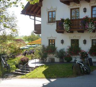 Eingang von außen zur Terrasse Landhotel Hoisl-Bräu