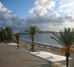 Blick vom Zimmer auf Strand und Ibiza-Stadt lti fashion Garbi