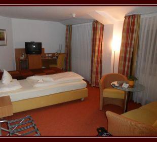 Zimmer mit TV und Sitzecke AKZENT Hotel Wersetürm'ken