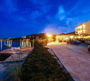 Außenansicht bei Nacht Pension Villa Baroni