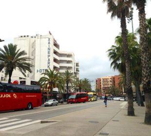 Belebte Straße vor dem Hotel Hotel Xaine Park