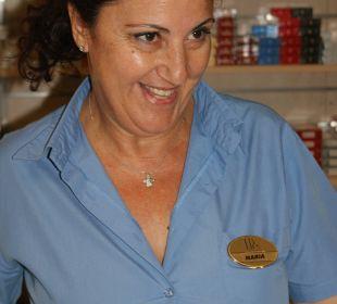 Maria gute Seele im Minimarkt Hotel Horizon Beach Resort