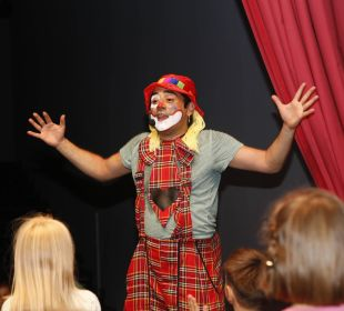 Clown im hauseigenen Theater Kinderhotel Oberjoch