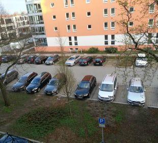 Parkplatz vorm Haus NOVINA HOTEL Tillypark