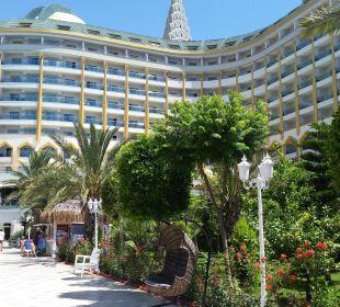 Blick vom Pool zum Hotel Hotel Delphin Imperial