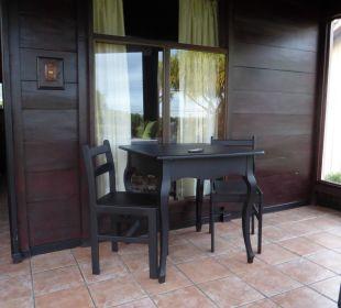 Kleine Terrasse vor Bungalow Hotel Montana de Fuego