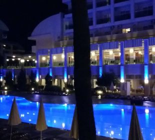 Außenansicht bei Nacht Hotel Titan Select
