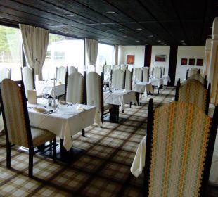 Geschmackvoller, heller Restaurantbereich Kaysers Tirolresort