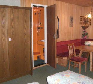 Sitzecke/WC-Dusche FeWo 4-5 Personen Ferienwohnungen Annelies