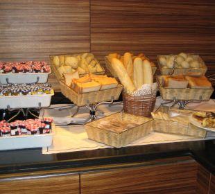Brot und Brötchen beim Frühstück