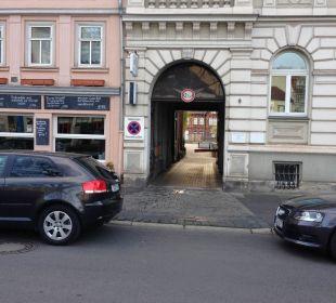 Abenteuerliche Einfahrt zum Parkplatz Steigenberger Hotel Thüringer Hof