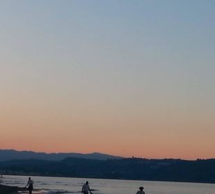 Schöner Sonnenuntergang. Vantaris Beach Hotel