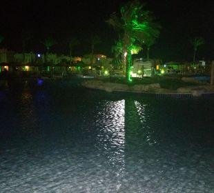 Pool am Abend SUNRISE Select Royal Makadi Resort