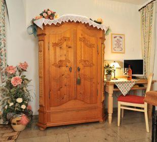 Bauerschrank Gästehaus Flora