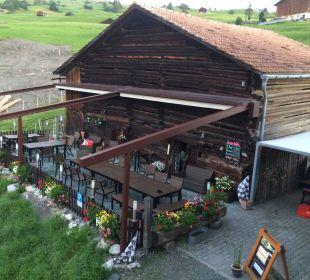 Terrasse des Gasthofs (auch gedeckt) Gasthaus Alpina