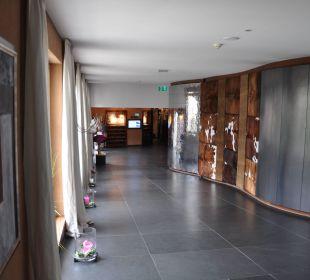 Fühlwand an der Rezeption Leading Family Hotel & Resort Alpenrose