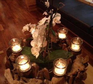 Decorazione con candele nell area massaggi Hotel Quelle Nature Spa Resort