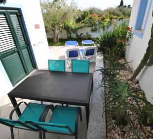 Gr. Terrasse mit Blick auf Rosen und Olivenbäume Holiday Residence Rifugio