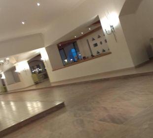 Sehr schöne große Lobby
