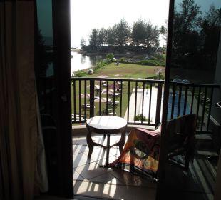 Ausblick auf Balkon und Meer Khao Lak Riverside Resort & Spa