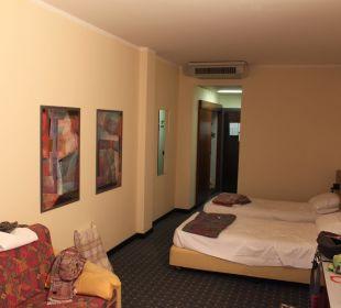 Blick vom Fenster ins Zimmer Hotel Cristina