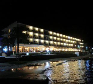 Außenansicht bei Nacht Hotel Simbad