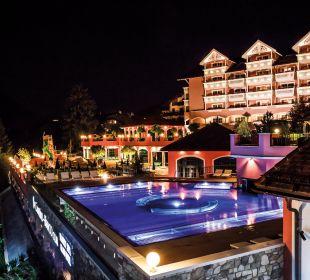 Neuer Außenpool mit Whirlzonen Cavallino Bianco Family Spa Grand Hotel