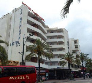 Hauptstraße zum Strand Hotel Xaine Park