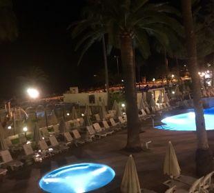 Pool am Abend von Bar aus SENTIDO Playa del Moro