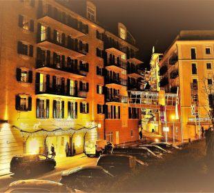 Blick auf den Vordereingang vom Mondi Bellevue MONDI-HOLIDAY First-Class Aparthotel Bellevue