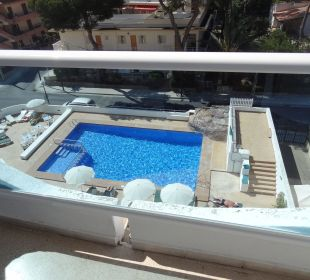 Ausblick vom 4. Stock auf den Pool Hotel Palma Playa - Cactus