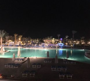 Pool bei Nacht Dana Beach Resort