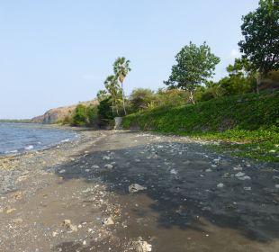 Der schwarze Sand wurde auch ganz schön heiß Hotel Matahari Beach Resort & Spa