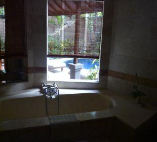 Blick vom Badezimmer nach draußen Villas Parigata Resort