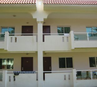 Zimmer von außen Hotel Flamingo Beach Resort
