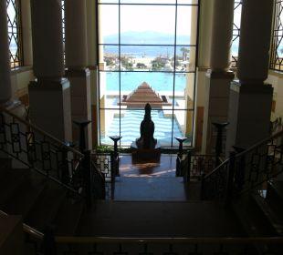 Blick von der Lobby zum Pool