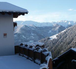 Blick auf die verschneiten Berge Oberversanthof