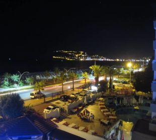 Wieczorem Hotel Krizantem
