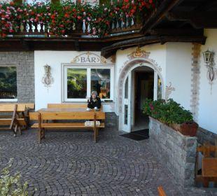 Sitzterrasse vorm Hotel Hotel Steineggerhof