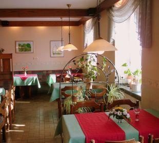 Unser gemütlich eingerichteter Gastraum Hotel Vulkan Stuben