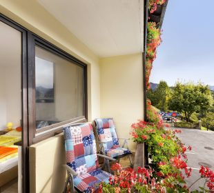 Zimmer mit Balkon und Bergblick BergPension Lausegger