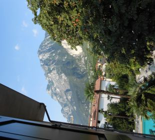 Seitlicher Blick aus dem Zimmer Bergblick Hotel Villa Moretti