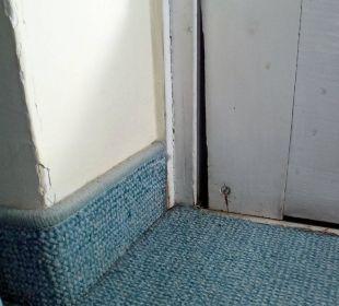 Tür Balkon (Spalt weggefault - Zugluft!) Hotel Falter