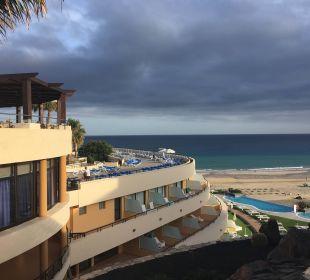 Ausblick vor dem Hoteleingang auf die Terrasse IBEROSTAR Hotel Playa Gaviotas