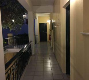 Gang zu den Zimmern Marilena Sea View Hotel