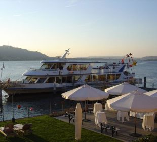 Liegewiese und Schiffsanlegestelle Romantik Seehotel Sonne