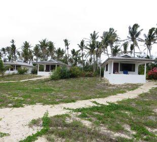 Genügend Platz zwischen den Bungalows Sandy Beach Resort Tonga