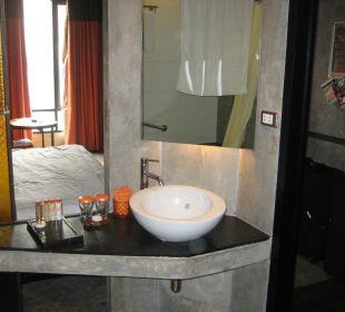 Badezimmer mit Schiebefenster