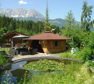 Vue de la pièce d'eau de notre chalet Gartenhotel Rosenhof