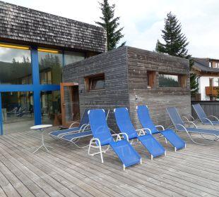 Sauna und Liegen auf der Sonnenterrasse Hotel Katschberghof